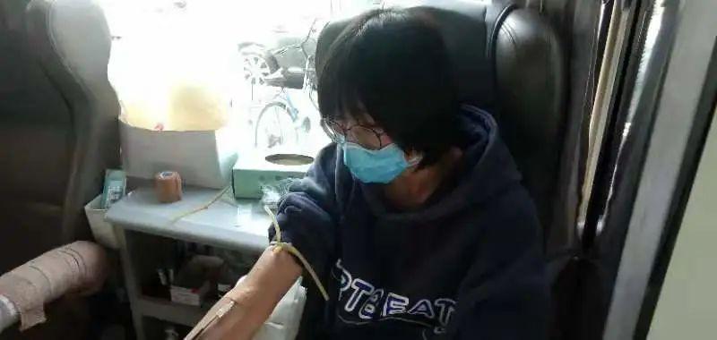 """北京经济技◆术职业学院�学生参与无偿献血,撸起袖子为抗〗""""疫""""加油"""